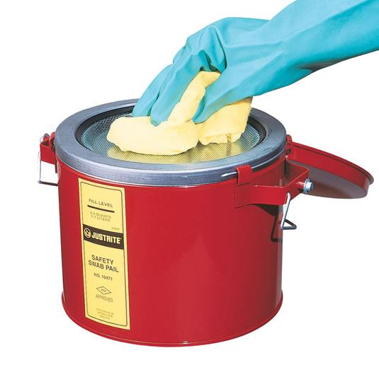 Latones metálicos 6 L para limpieza Justrite 10471 Color rojo